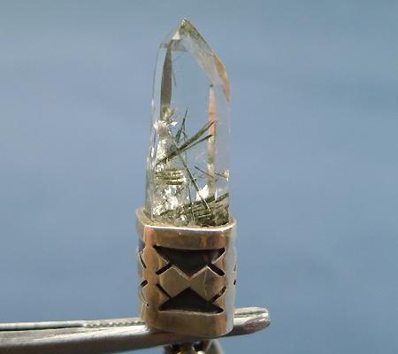 ヒマラヤ水晶ペンダント針金形状内包物入り053-2