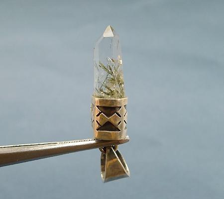 ヒマラヤ水晶ペンダント針金形状内包物入り053-3