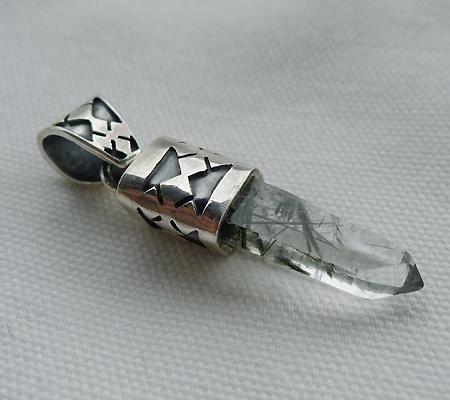 ヒマラヤ水晶ペンダント針金形状内包物入り053-6