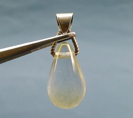 ヒマラヤ水晶ペンダント針金形状内包物入り055-3