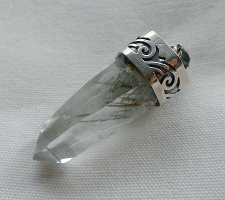 ヒマラヤ水晶ペンダント針金形状内包物入り056-6
