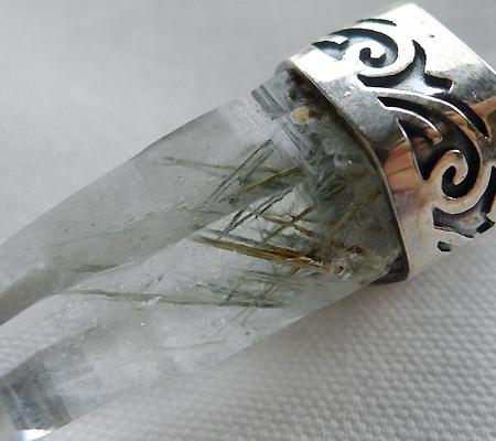 ヒマラヤ水晶ペンダント針金形状内包物入り056-7