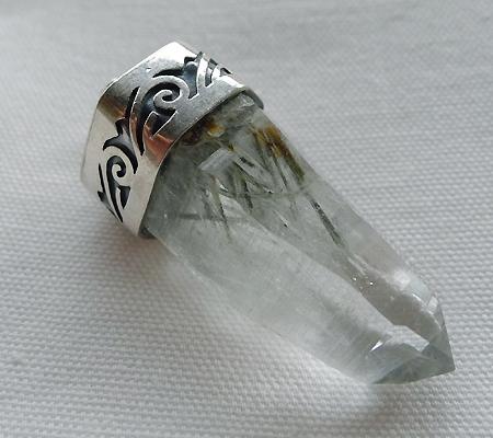 ヒマラヤ水晶ペンダント針金形状内包物入り056-8
