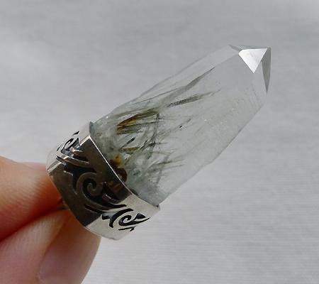 ヒマラヤ水晶ペンダント針金形状内包物入り056-9