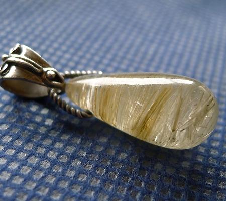 ヒマラヤ水晶ペンダント針金形状内包物入り057-4