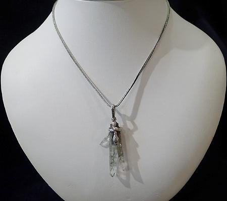 ヒマラヤ水晶ペンダント針金形状内包物入り058-11