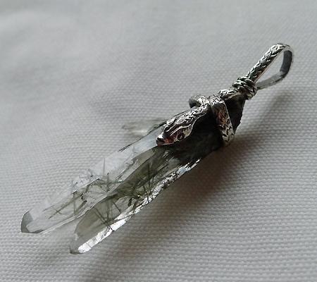 ヒマラヤ水晶ペンダント針金形状内包物入り058-7