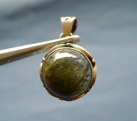 ヒマラヤ水晶ペンダント針金形状内包物入り059-2