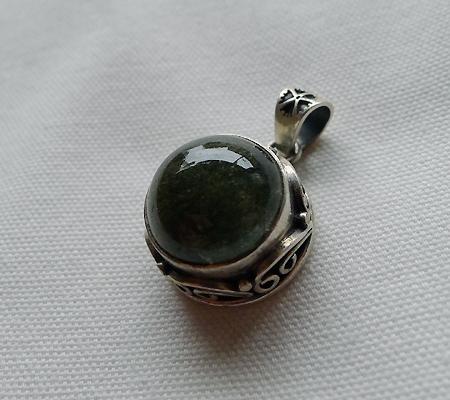 ヒマラヤ水晶ペンダント針金形状内包物入り059-3
