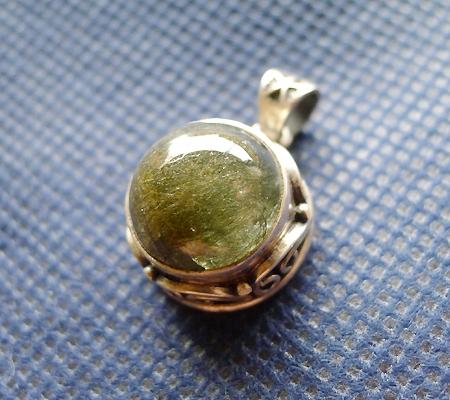 ヒマラヤ水晶ペンダント針金形状内包物入り059-7