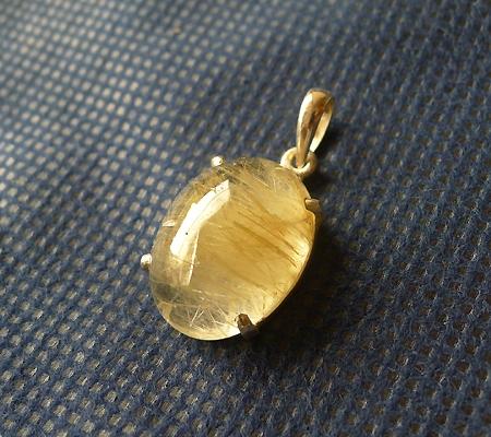ヒマラヤ水晶ペンダント針金形状内包物入り063-4