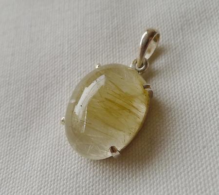 ヒマラヤ水晶ペンダント針金形状内包物入り063-7