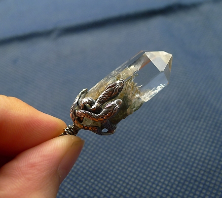 ヒマラヤ水晶ペンダント針金形状内包物入り067-10