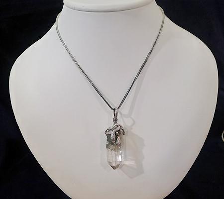 ヒマラヤ水晶ペンダント針金形状内包物入り067-11