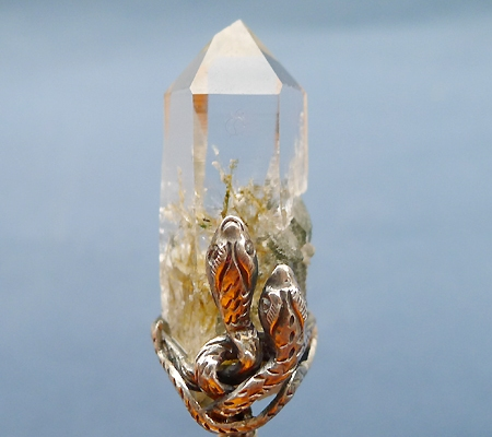 ヒマラヤ水晶ペンダント針金形状内包物入り067-2