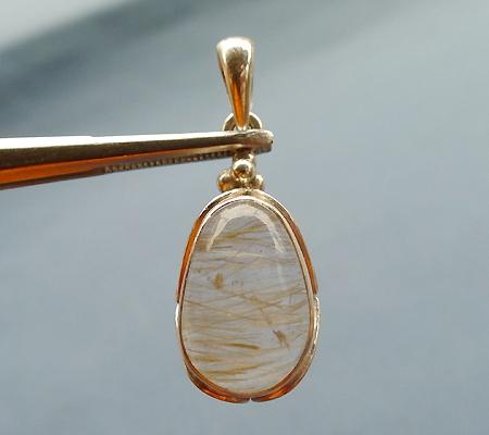 ヒマラヤ水晶ペンダント針金形状内包物入り068-2