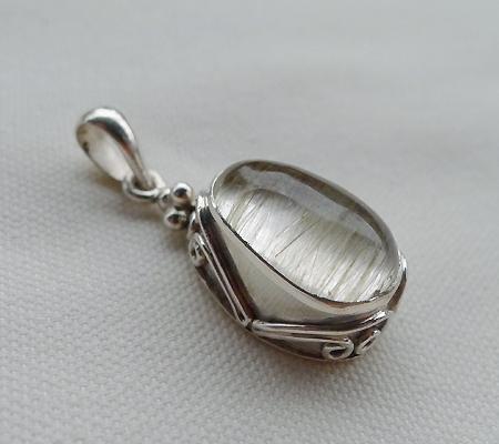 ヒマラヤ水晶ペンダント針金形状内包物入り068-7