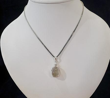 ヒマラヤ水晶ペンダント針金形状内包物入り068-9