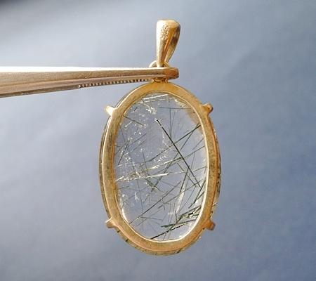 ヒマラヤ水晶ペンダント針金形状内包物入り069-3