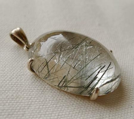 ヒマラヤ水晶ペンダント針金形状内包物入り069-6