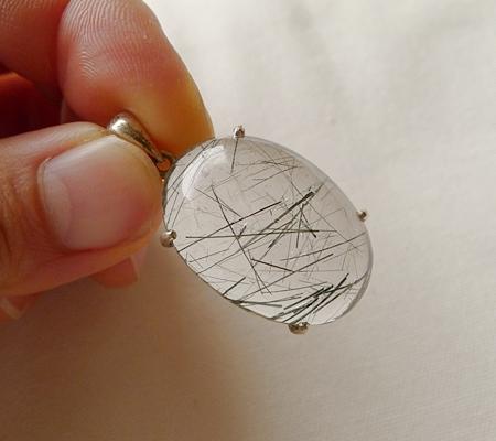 ヒマラヤ水晶ペンダント針金形状内包物入り069-7