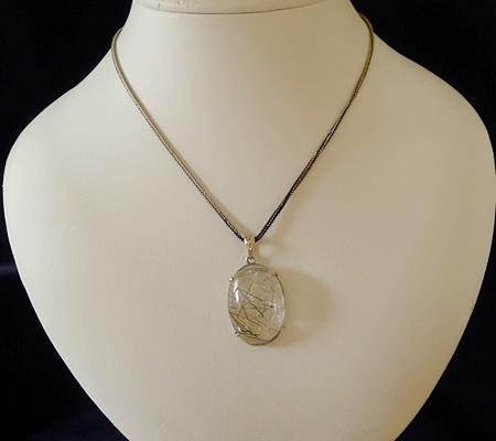 ヒマラヤ水晶ペンダント針金形状内包物入り069-8