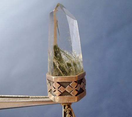 ヒマラヤ水晶ペンダント針金形状内包物入り071-2
