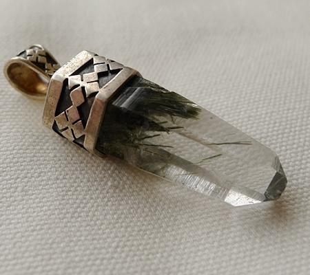 ヒマラヤ水晶ペンダント針金形状内包物入り071-5