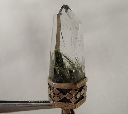 ヒマラヤ水晶ペンダント針金形状内包物入り071-6
