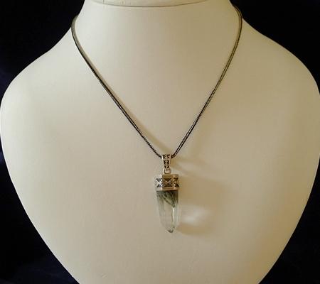 ヒマラヤ水晶ペンダント針金形状内包物入り071-7