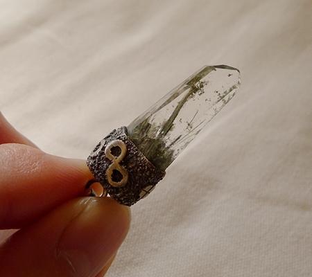 ヒマラヤ水晶ペンダント針金形状内包物入り075-9