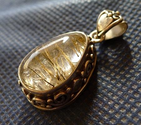 ヒマラヤ水晶ペンダント針金形状内包物入り076-6