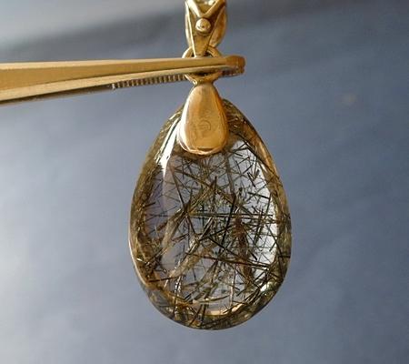 ヒマラヤ水晶ペンダント針金形状内包物入り080-2