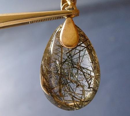 ヒマラヤ水晶ペンダント針金形状内包物入り080-3
