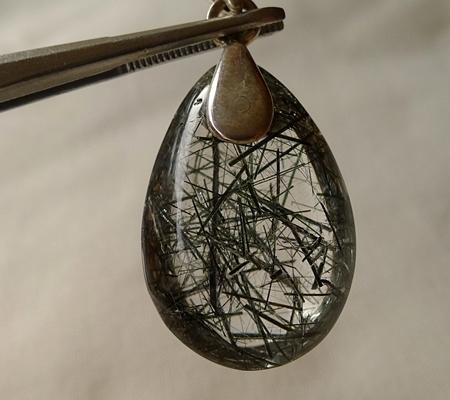 ヒマラヤ水晶ペンダント針金形状内包物入り080-7