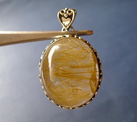 ヒマラヤ水晶ペンダント針金形状内包物入り082-2