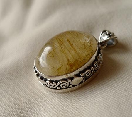 ヒマラヤ水晶ペンダント針金形状内包物入り082-6