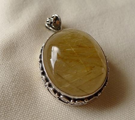 ヒマラヤ水晶ペンダント針金形状内包物入り082-7