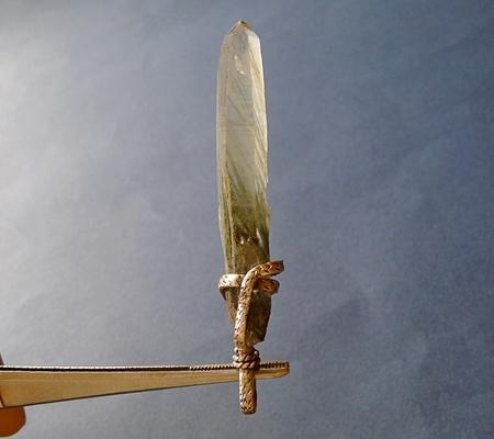 ヒマラヤ水晶ペンダント針金形状内包物入り083-4