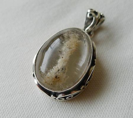 ヒマラヤ水晶ペンダント特殊内包物023-4