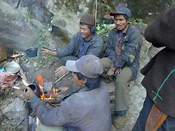ヒマラヤ水晶の鉱脈・採掘現場調査002-2